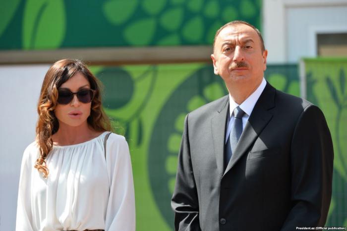 Präsident Ilham Aliyev und First Lady Mehriban Aliyeva machten sich mit Landschaftsarbeiten in Balahanivertraut