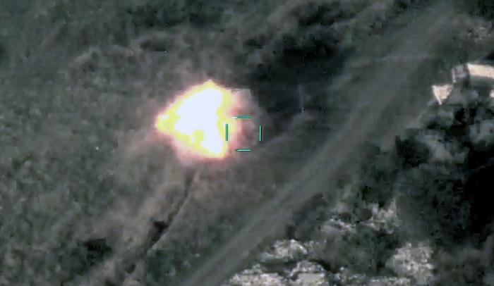Aserbaidschanische Einheiten zerstören weiterhin feindliche Ausrüstung -  VIDEO