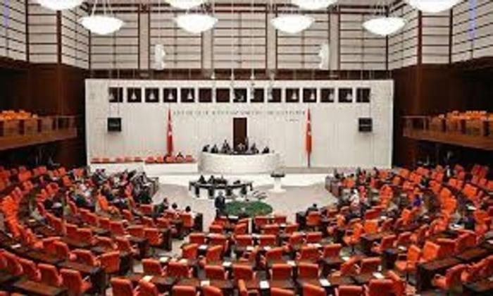 Les partis politiques turcs publient une déclaration commune condamnant la provocation de l