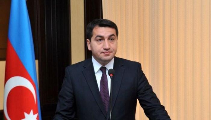 Hikmet Hajiyev:  Gestern stürzten zwei armenische Su-25-Flugzeuge in den Berg und explodierten
