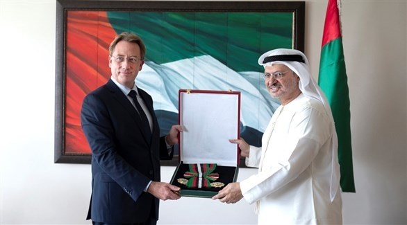 الإمارات تمنح سفير فرنسا وسام الاستقلال