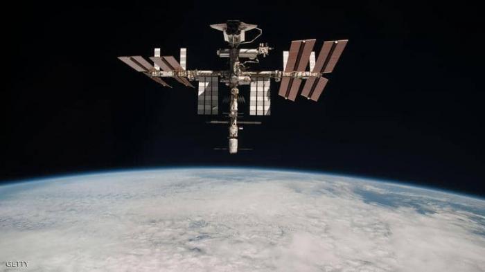 تحاول المحطة الفضائية حماية نفسها من الحطام