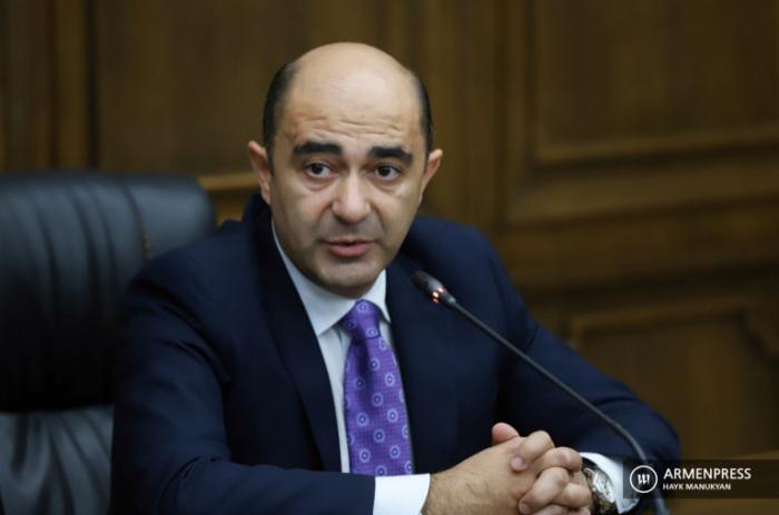 """قال زعيم الفصيل """"يجب أن تتغير الحكومة في أرمينيا"""""""