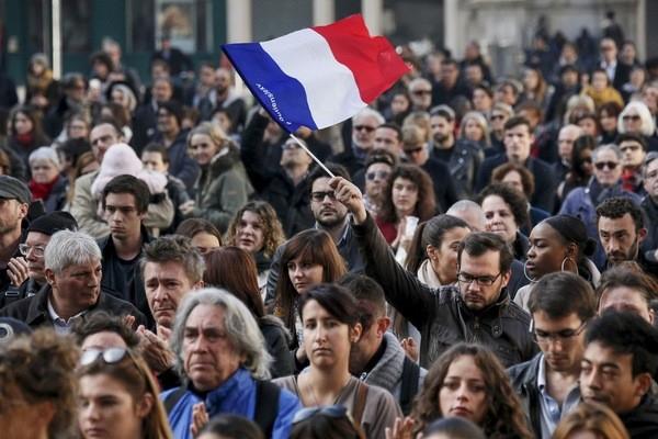 Covid-19: les Français critiquent la couverture médiatique de la pandémie,selon une étude