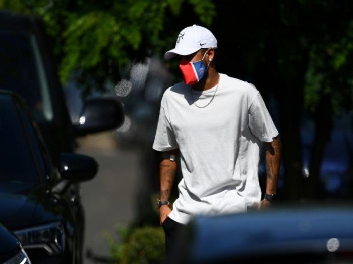 Neymar se prépare à signer un contrat avec l