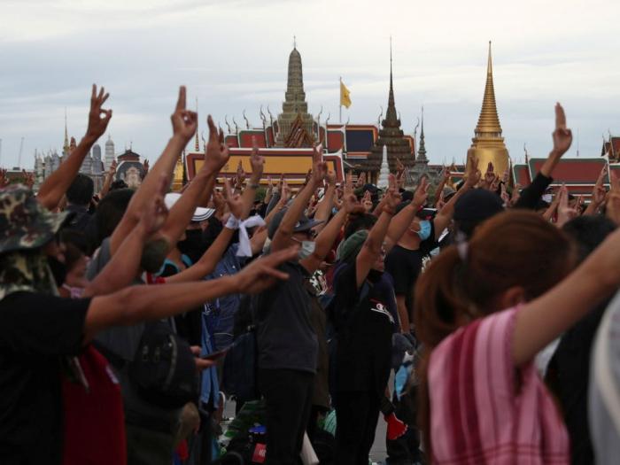 Des milliers de personnes manifestent contre le gouvernementen Thaïlande