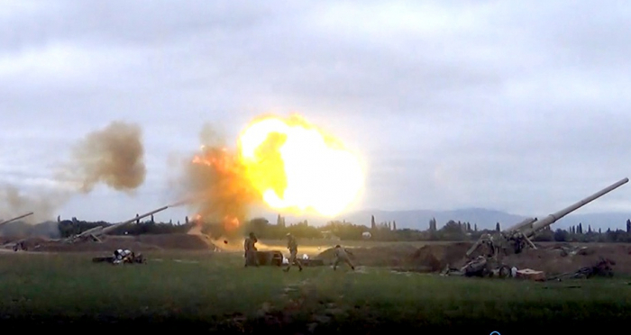 Les unités d'artillerie azerbaïdjanaises frappent les positions arméniennes - VIDEO