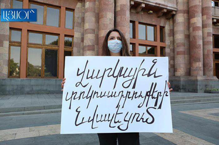 """Ermənistanda etiraz aksiyası:  """"Bu, xalqa qarşı cinayətdir"""""""