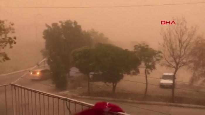 Qum fırtınası Ankaranı qaranlığa qərq etdi -    VİDEO