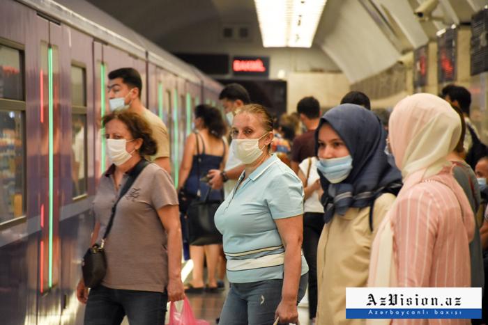 Metroda problem yarandı, qatarlar gecikir