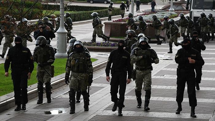Minskdə icazəsiz aksiya keçirənlər saxlanılır