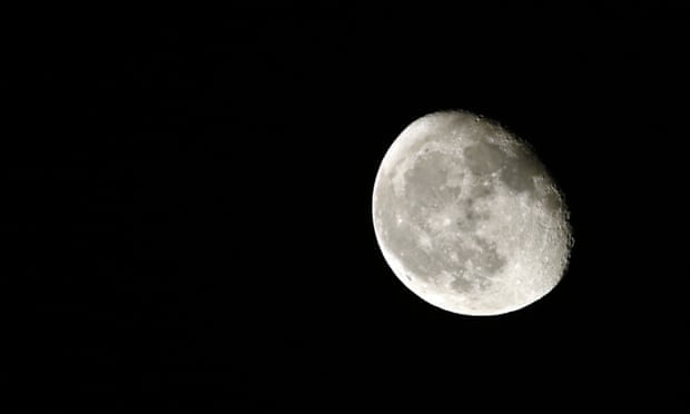Nasa searches for private companies to mine the moon