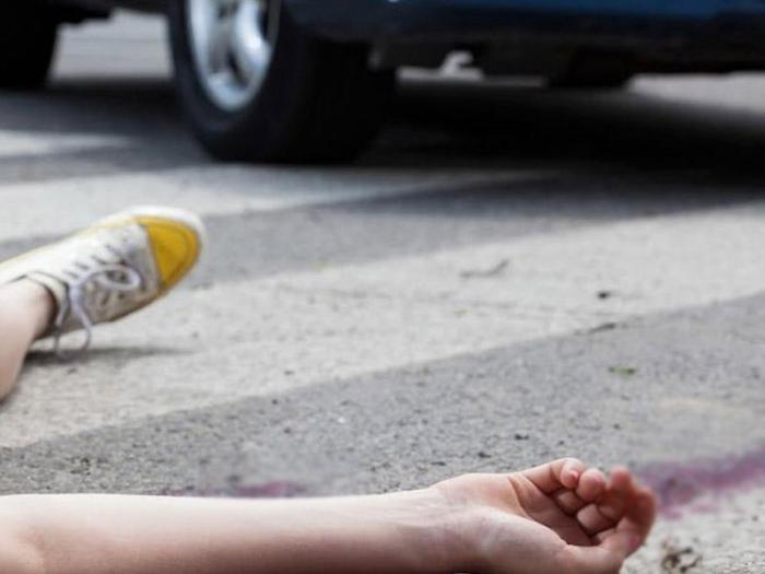 6 yaşlı uşağı maşın vurub öldürdü