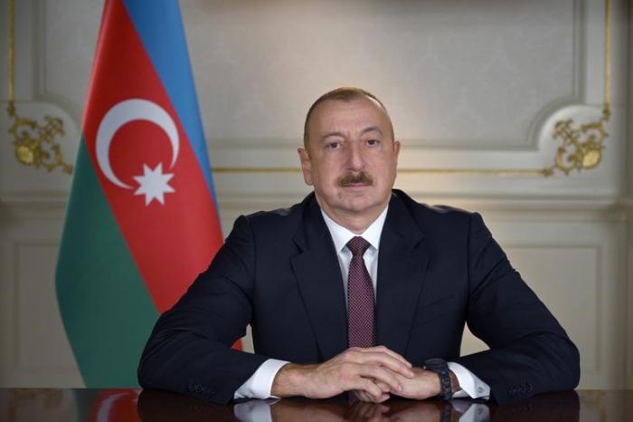 Präsident Ilham Aliyev drückt dem Emir von Kuwait sein Beileid aus