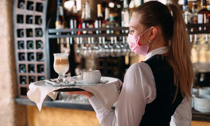 Kafe və restoranlarla bağlı qərar qüvvəyə mindi