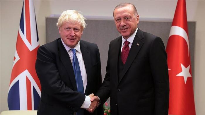 Erdogan discute avec Johnson des attaques de l