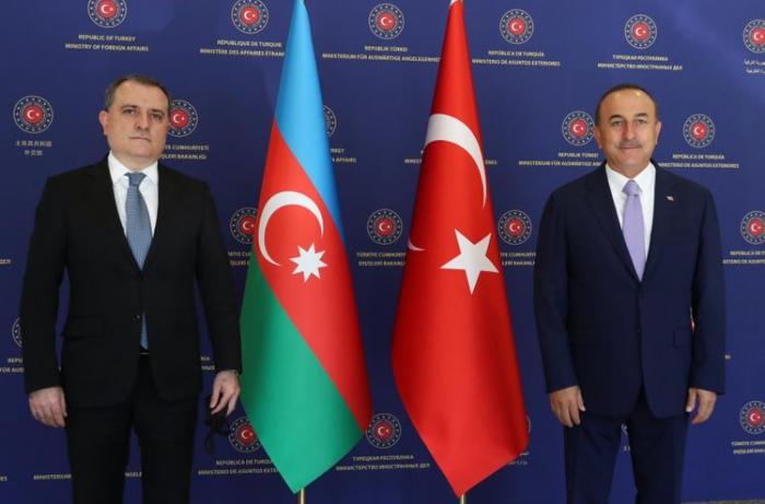 Ceyhun Bayramov Çavuşoğlu ilə Qarabağı müzakirə edib
