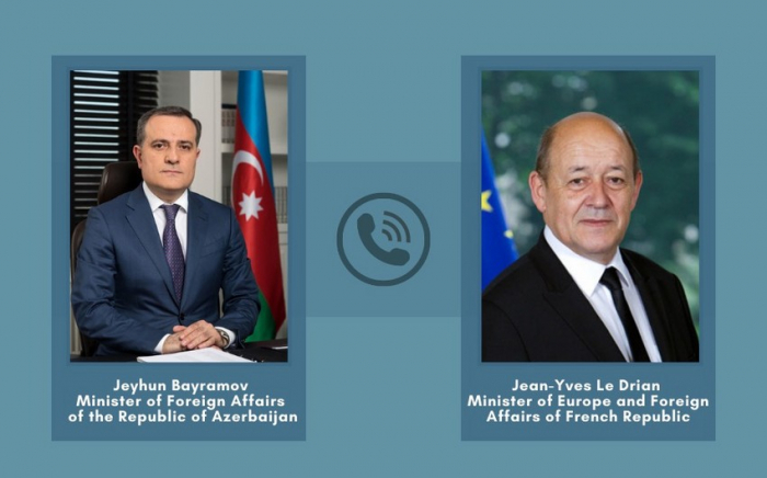 Azerbaijani, French discuss regional situation over phone