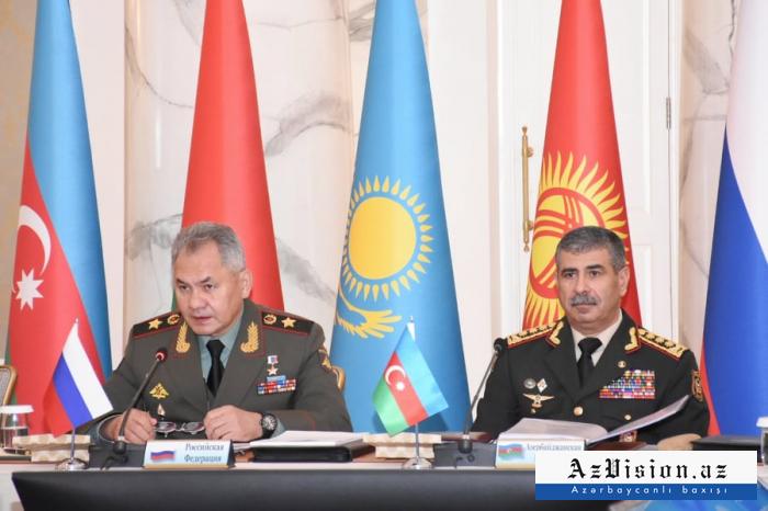 Azerbaijani, Russian defense ministers hold phone talk