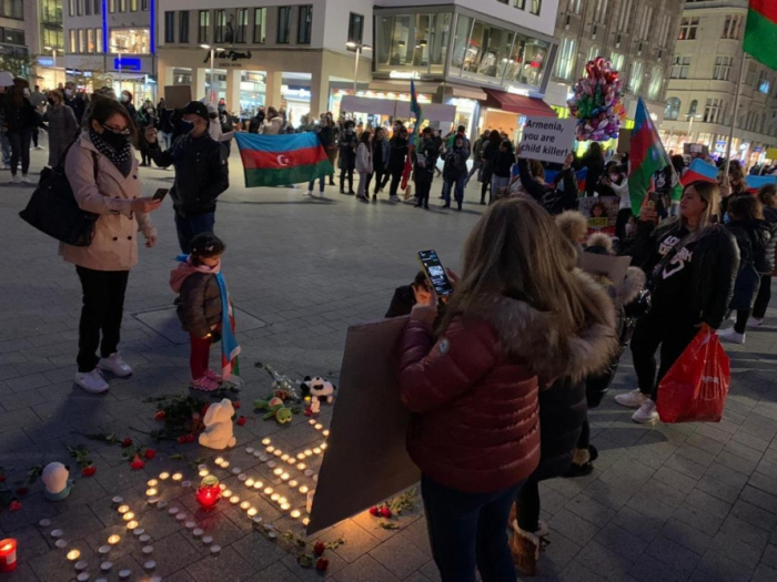 Hannover azərbaycanlıları Gəncədə həlak olanları yad edib
