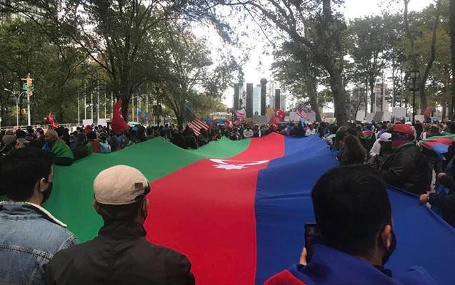 Azerbaijanis stage protest rally outside UN headquarters –   PHOTO