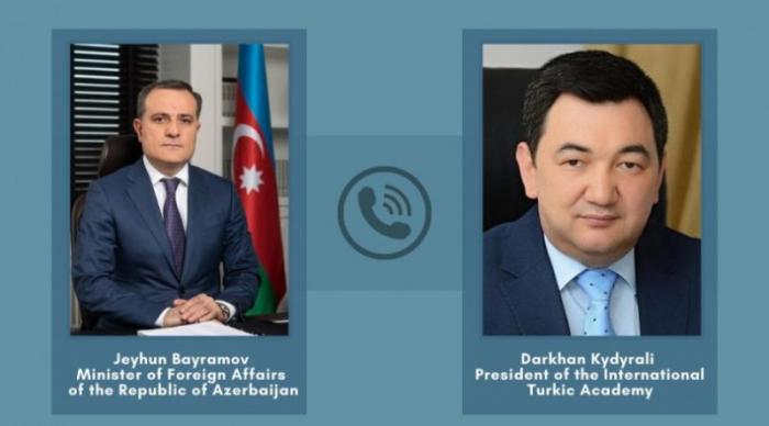 XİN rəhbəri Beynəlxalq Türk Akademiyasının prezidenti ilə danışdı