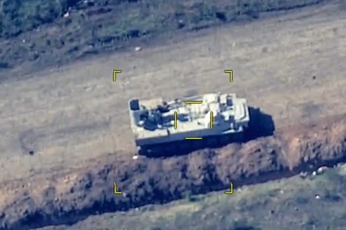 Equipo militar armenio destruido por el Ejército de Azerbaiyán