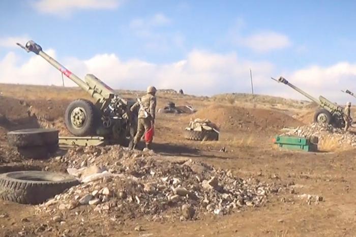 Unsere Artillerieeinheiten schlagen auf den Feind ein - VIDEO