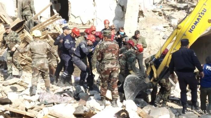 Bei einem armenischen Raketenangriff werden 26 Zivilisten getötet, darunter 10 Frauen und 6 Kinder