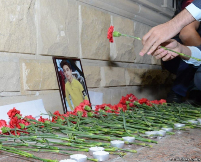Teenagers honor memory of Russian citizen killed by Armenian Armed Forces - PHOTOS