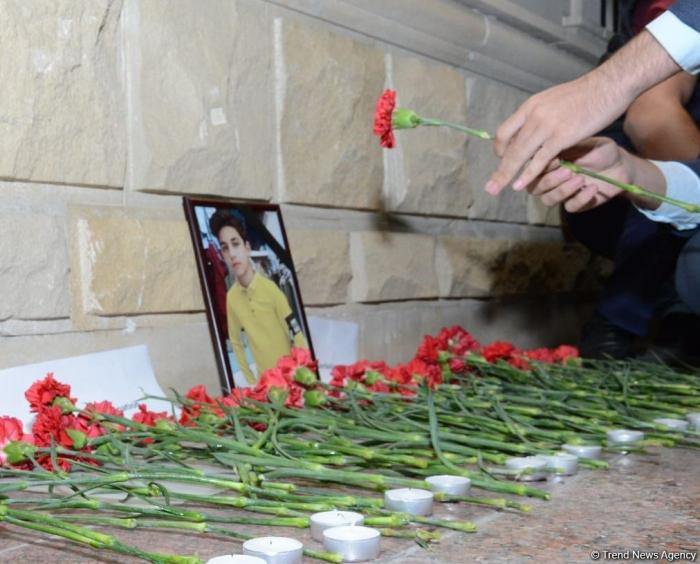 Jugendliche ehren die Erinnerung an den von armenischen Streitkräften getöteten russischen Staatsbürger -   FOTOS