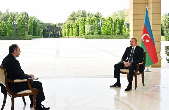 الرئيس يجري مقابلة مع وكالة إنترفاكس