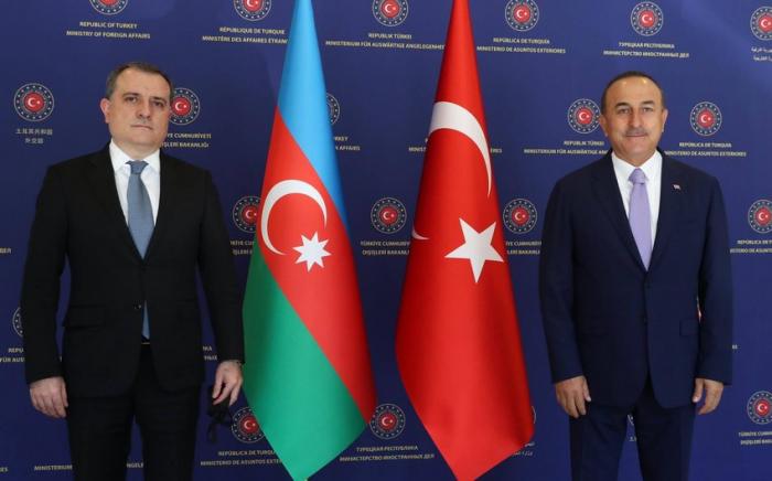 Djeyhoun Baïramov a eu une conversation téléphonique avec son homologue turc