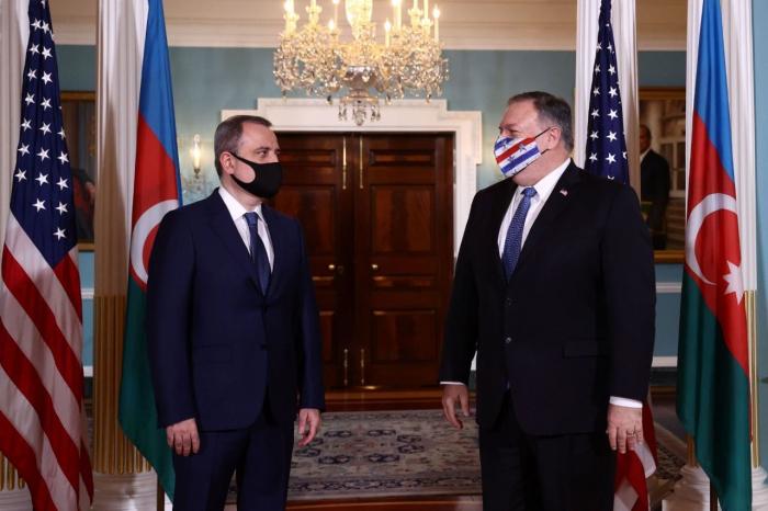 وزارة الخارجية تطلع على لقاء جيهون بيراموف وبومبيو