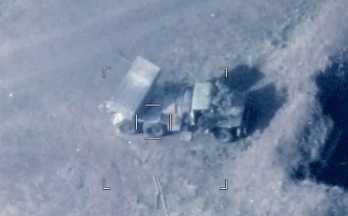 Arbeitskräfte und die militärische Ausrüstung des Armeniens zerstört -  VIDEO