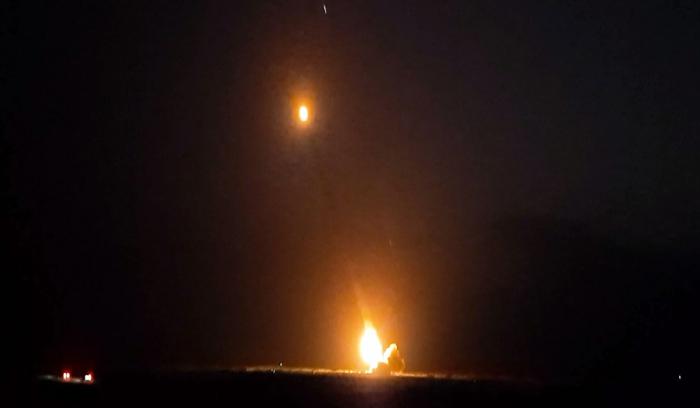 Während der Nacht Artilleriegeschosse auf den Feind abgefeuert  - VIDEO