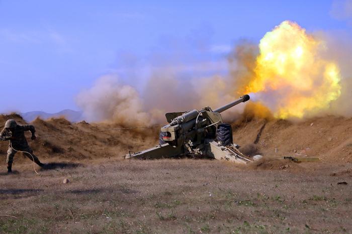 جنودنا المدفعيون يوجهون ضربات على الارمن -   فيديو