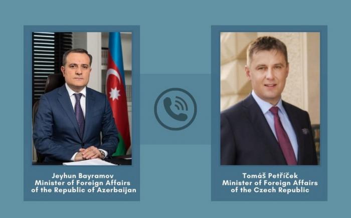 Azərbaycan və Çex XİN başçıları telefonla danışdı