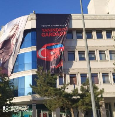 AKP Cümhuriyyət Günündə Azərbaycan bayrağını qaldırdı