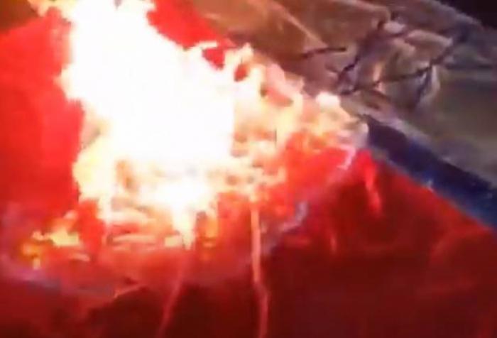 الطاشناق يحرق العلمين التركي والإسرائيلي - فيديو