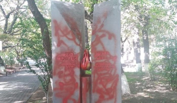 Des Arméniens ont insulté le monument de l