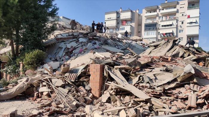 İzmirdə zəlzələ nəticəsində 6 bina çöküb -  VİDEO
