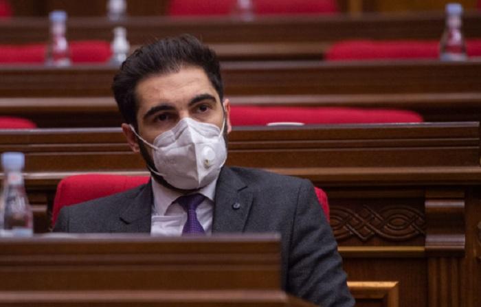 Ermənistanda nazir müavin işdən çıxarıldı