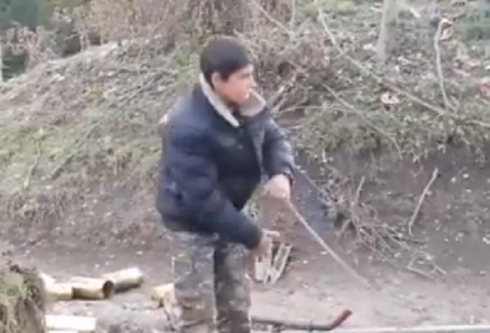 أرمن يجلبون الاطفال إلى الحرب -   فيديو