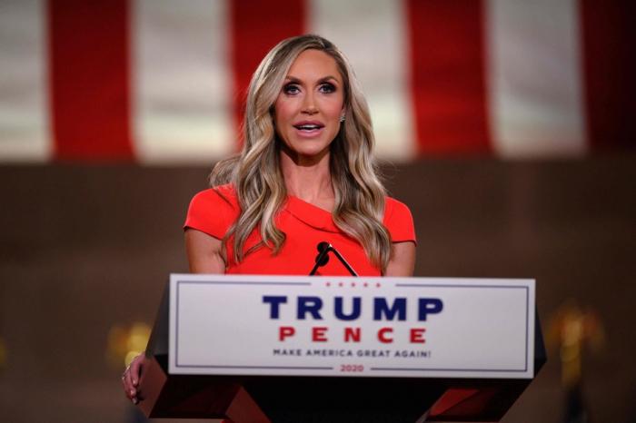 Lara Trump, belle-fille de Trump envisage de se présenter au Sénat
