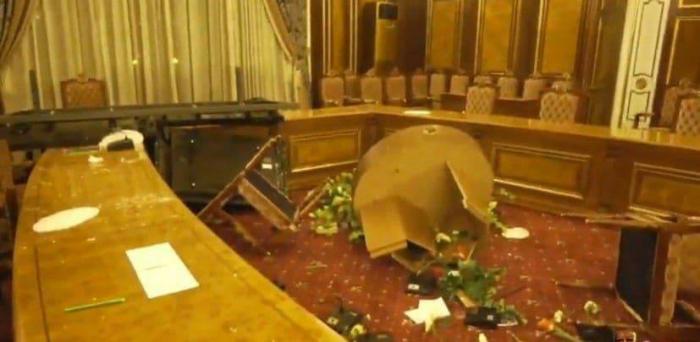 Ermənistanda kütləvi etirazlar başladı -  VİDEO