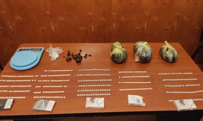 Axtarışda olan şəxslərdən 4 kq narkotik götürüldü