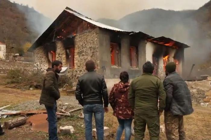 Armenians leaving Kalbajar burn houses, demolish shops and power substations -  VIDEO
