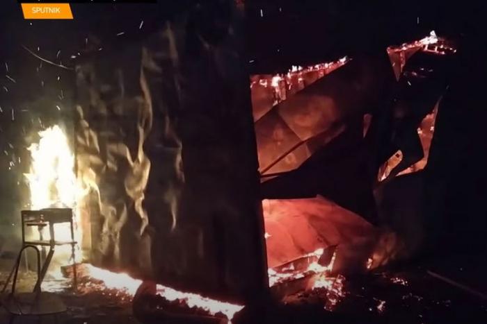 Ermənilər Ağdamda evləri və mağazaları yandırır -    VİDEO