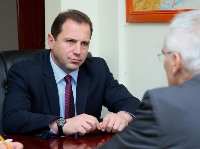 Armenian Defense Minister resigns